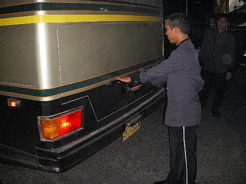 バスの荷物入れが開きません